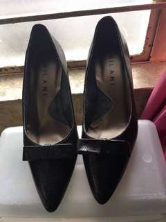 Milano brand new 1 1/2 inch heels maliit Sakin kaya I'm seeking it kasi Hindi ko magagamit 1200 original price kaysa ma stock i sell half price