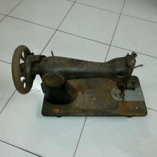 Singer Sewing Machine Vintage 2