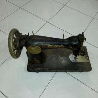 Singer Sewing Machine Vintage 3