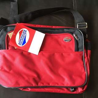 American Tourister laptop shoulder bag