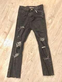 🚚 2手。黑色破損9分牛仔褲/修身鉛筆褲