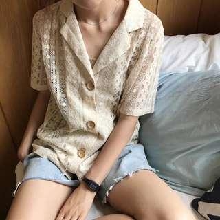 🚚 《早衣服》6月心品🚣🏻♀️翻領西裝領透視鏤空蕾絲修身顯瘦V領排扣襯衫(預)