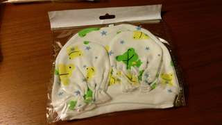 Unisex Frog design baby hat with hands mittens