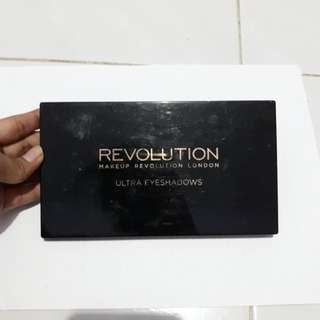 PRELOVED MAKE UP REVOLUTION ULTRA EYESHADOWS PALLETE