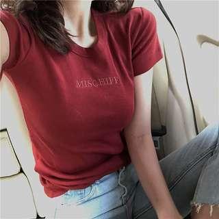 特價@字母刺繡上衣紅色素色