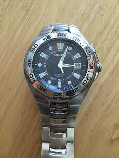Seiko Kinetic 5M62-0AP0 quartz watch
