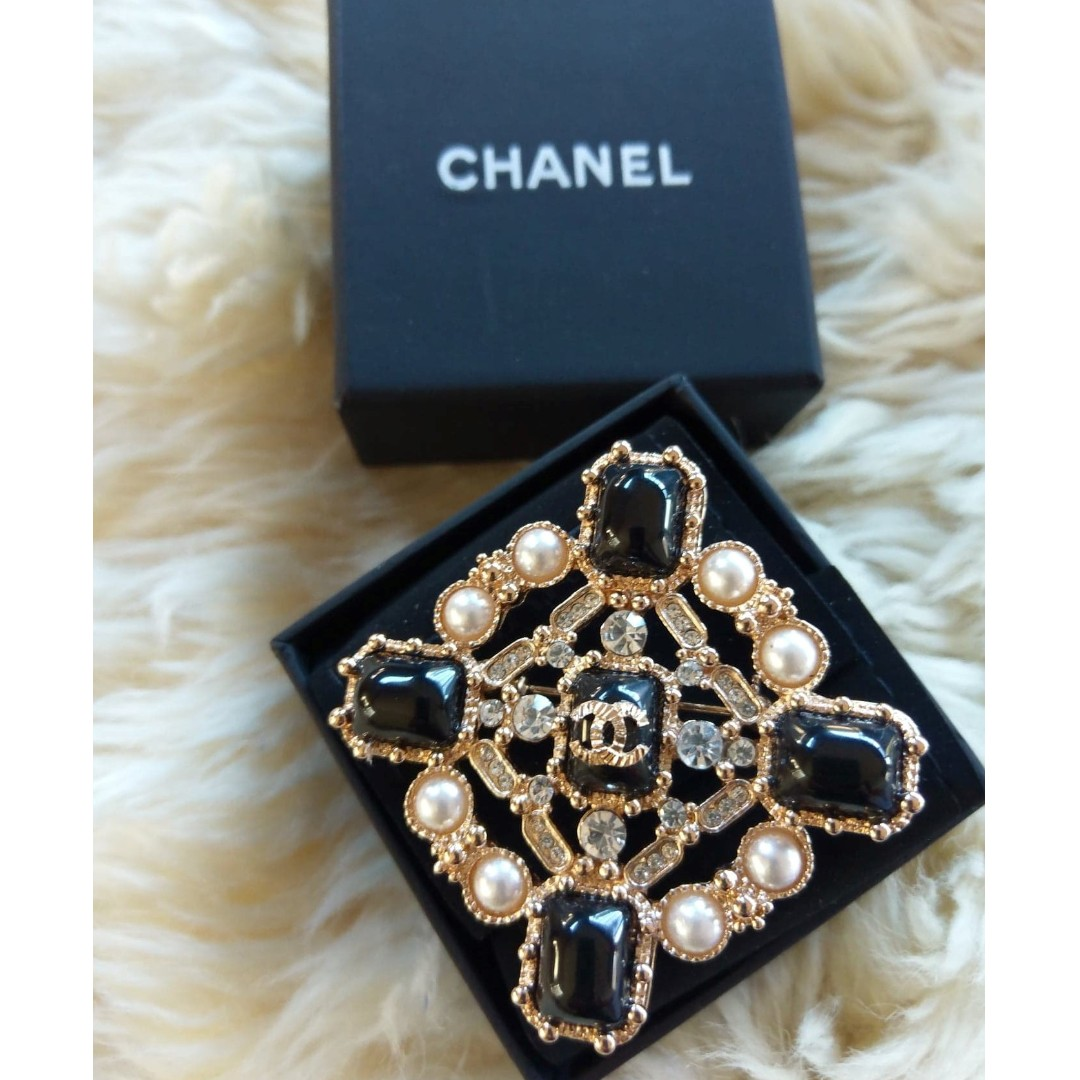 CHANEL GRIPOIX Brooch Authentic, Luxury, Bags & Wallets