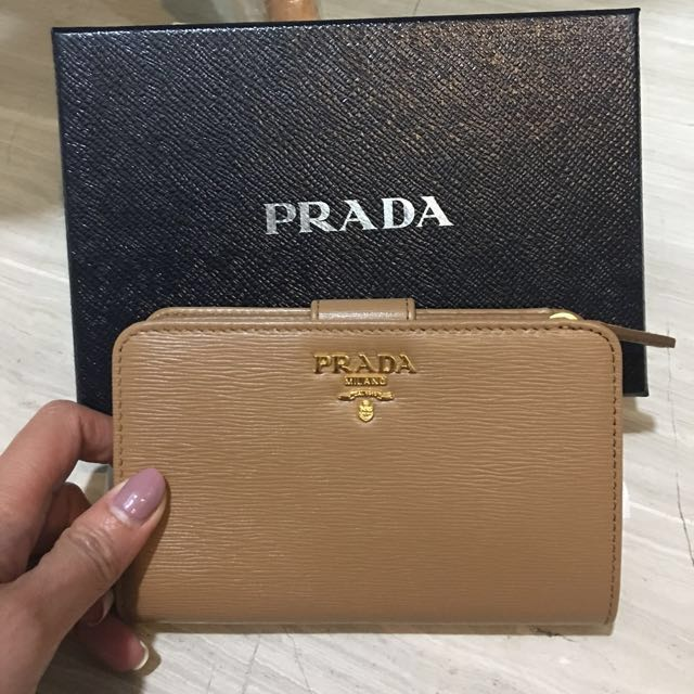 enjoy discount price agreatvarietyofmodels incredible prices PRADA Saffiano leather short wallet, Women's Fashion, Bags ...