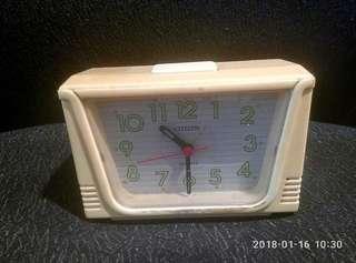 那些年,CITIZEN古董座枱鐘一個。