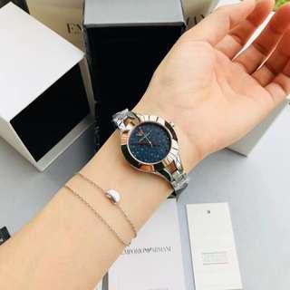 ARMANI /阿瑪尼腕錶🈶️3⃣️色可選擇:型號:AR7429 / AR7431 / AR7436材質:316L精鋼錶殼玻璃:礦物質強化玻璃機芯:進口石英機芯尺寸:34mm曼陀羅花紋錶盤風格乾淨簡約端莊秀麗氣質女士腕錶