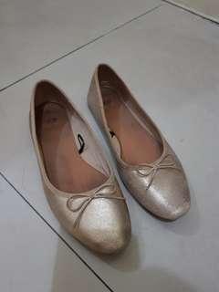 H&m flatshoes gold