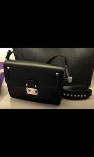 Valentino black crossbody bag有單