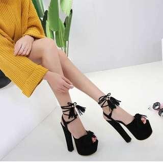 🚚 【週末女孩】歐美春夏新款 歐美時尚粗跟高跟流蘇涼鞋 露趾魚口鞋 SH031