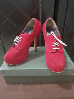 MAROON ANGKLE BOOTS