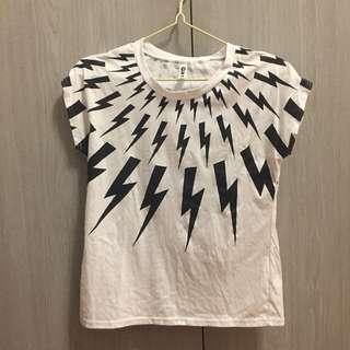 🚚 閃電造型短袖上衣(非正品)