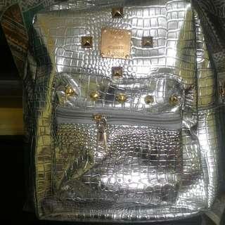 🚚 全新銀色系小背包