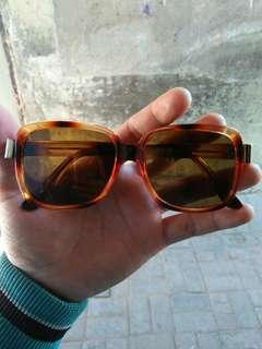 Vintage sunglasses 3180 R-ARTMATIC (La' Moda Italiano)  Motif tortoise Kondisi baru.hanya stock lama (real pict)  Frame besi tanam lensa kaca asli,adem di mata Sangat nyaman dipakai
