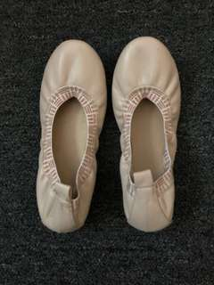 Pre loved doll shoes, very nice, size36, worn twice only to attend a meeting and seminar.