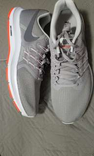 BRAND NEW NIKE MEN SIZE 1OUS