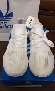 Adidas Swift Run Triple White