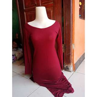 maroon dress.. Belahan samping