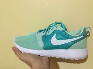 womens Nike Rosherun Hype with box