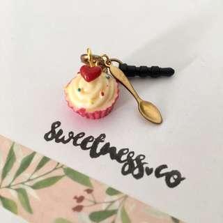 Handmade cupcake & spoon dustplug
