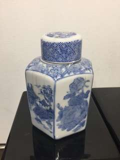 Tea container  (6 1/2 x 4 1/2 inches)