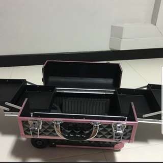 Make up box with wheels