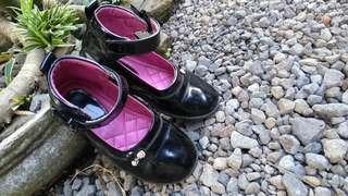Sepatu anak cewek size 30