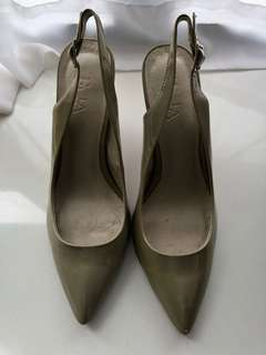 Grey lacquer high heel/ 灰色高跟鞋