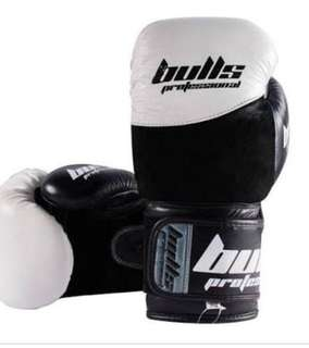 Bulls white and black boxing gloves