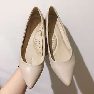🚚 NET 米色尖頭平底鞋