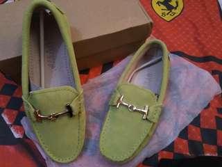 SALE sepatu import bahan dari kulit warna hijau muda size 37