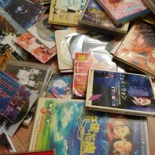 2大箱 裝滿 300隻以上 舊 CD, VCD, DVD 歌 演唱會 電影 香港 台灣 韓國 日本 外國               jjjj