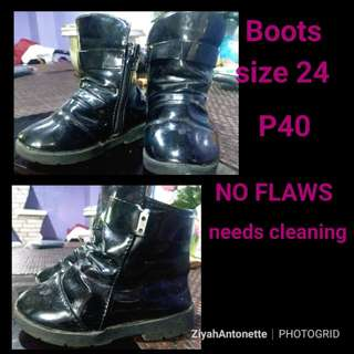 Boots No flaws Size 24