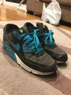 Nike air max runners size 6
