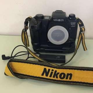 1995年 MINOLTA DYNAX 600si Classic 菲林相機配手柄及快門制 (只限馬鞍山站面交) 代家人貼文