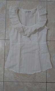Kemeja renda putih