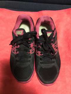 Nike (women) Rubber Shoes best fits 5.5
