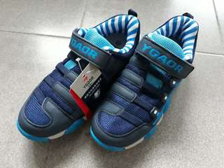 BN Boys Shoes, Size 37