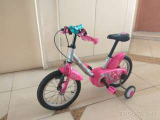 Preowned BTWIN GIRA 2 girls bicycle.