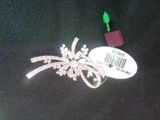 Zhulian's brooch