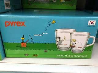 Pyrex snoopy cup set