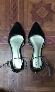 Authentic Guess flat shoes