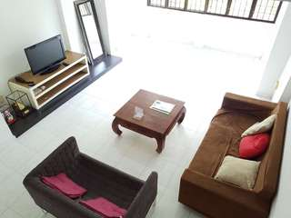 Spacious 5A Maisonette For RENT!