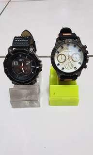 🚚 手錶1支300元、2支500元