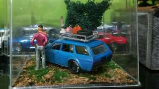 Diorama Dating Couple - Hotwheels Old Datsun