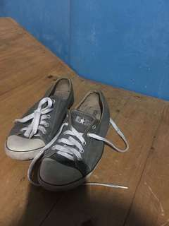 Converse 8.5 but fit to size 8womens