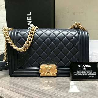 Excellent Chanel boy sz 25 lamb navy ghw #21 (db card holo box paperbag)